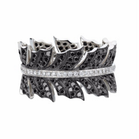 stephen_webster_18k_white_gold_white_&_black_diamond_pave_magnipheasant_ring