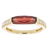 14k_yellow_gold_checkerboard_elongated_cushion_garnet_&_diamond_ring