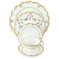 Royal_Crown_Derby_Elizabeth_Gold_Dinnerware